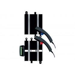 Strømskinne med to håndkontroller. Scalextric C8530