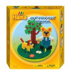 Bamse i haven med hund og æbletræ. My Pocket Hama. 1000 perler